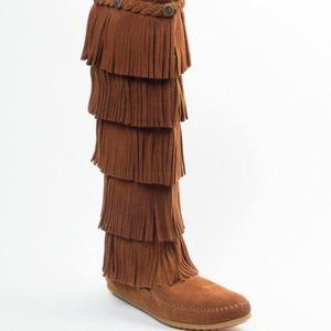 Minnetonka 5 layer fringe moccasin boot Sz 9